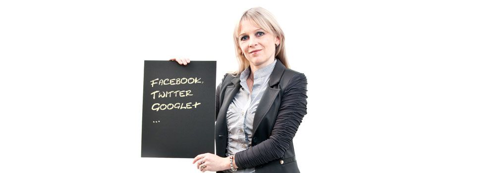 secoso Julia Falkner - Facebook, Twitter, google+ & Co